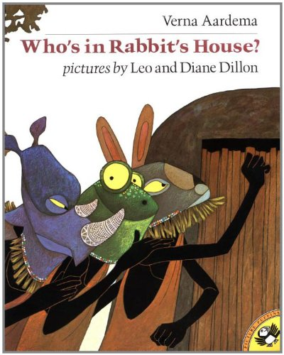 9780140547245: Aardema & Dillon : Who'S in Rabbit'S House? (Picture Puffin)