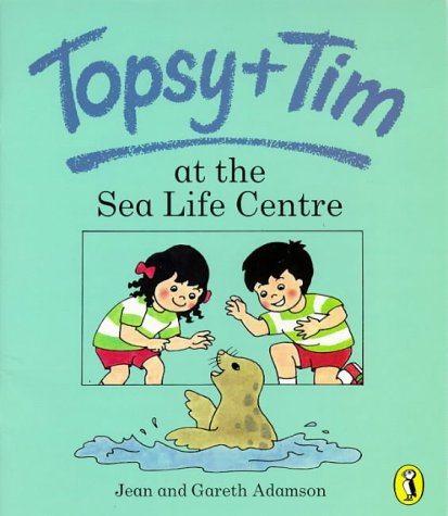 9780140561838: Topsy and Tim at the Sea Life Centre (Topsy & Tim picture Puffins)