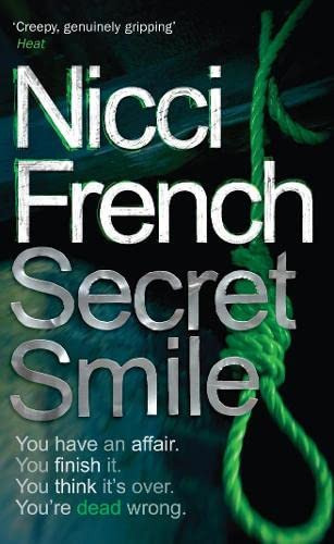 9780141006512: Secret Smile