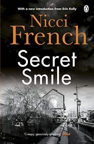 9780141034171: Secret Smile