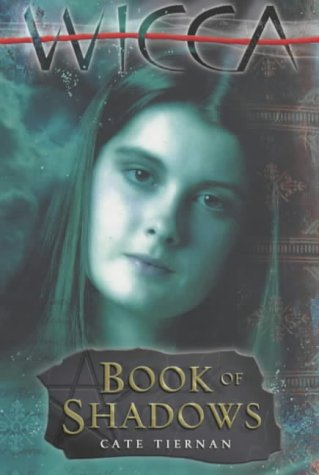 9780141314006: The Book of Shadows (Wicca)