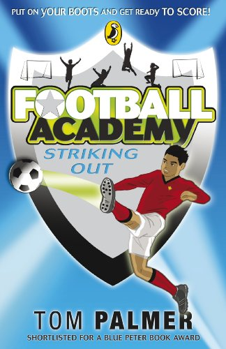 9780141324685: Football Academy: Striking Out