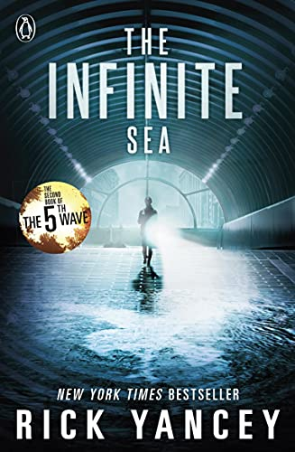 9780141345871: The 5th Wave. The Infinite Sea