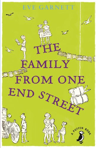 9780141355504: The Family from One End of the Street (Puffin Modern Classics)