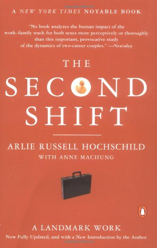 9780142002926: The Second Shift