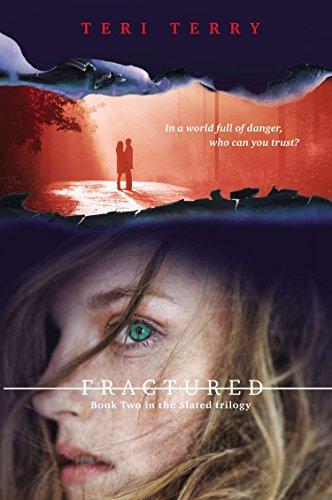9780142425046: Fractured: A Slated novel, Book 2