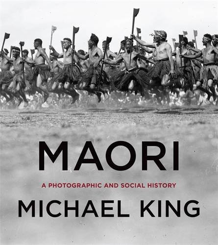 9780143010883: Maori: A Photographic and Social History