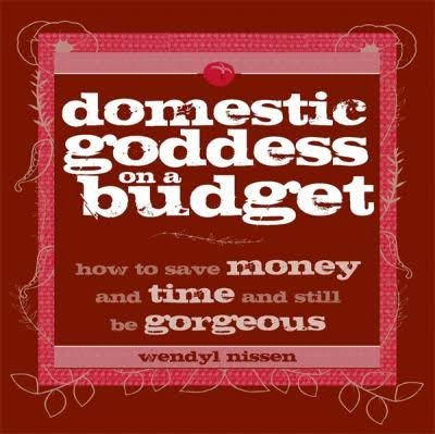 9780143011859: Domestic Goddess on a Budget: How to Save Money and Time and Still be Gorgeous