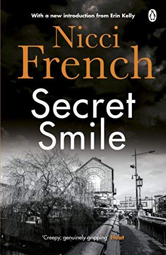 9780143014164: Secret Smile