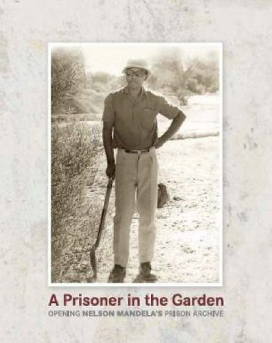 9780143024958: A Prisoner in the Garden: Opening Nelson Mandela's Prison Archive