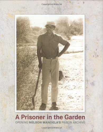 9780143024958: A Prisoner in the Garden