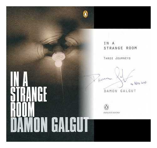 9780143026273: In a Strange Room: Three Journeys