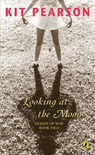 9780143056355: Looking At the Moon (Guests of War Trilogy)