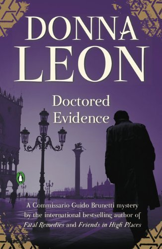 9780143117087: Doctored Evidence (Commissario Guido Brunetti Mysteries)