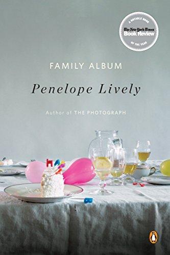 9780143117872: Family Album: A Novel