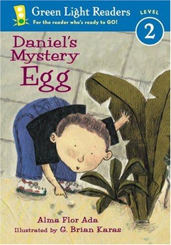 9780152048853: Daniel's Mystery Egg (Green Light Readers Level 2)