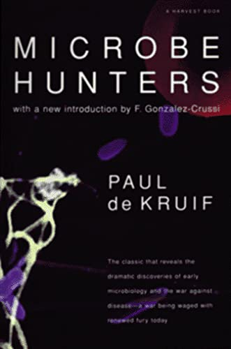 9780156002622: Microbe Hunters