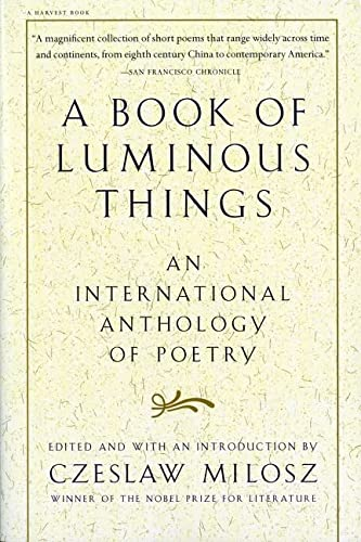 9780156005746: A Book of Luminous Things: An International Anthology of Poetry