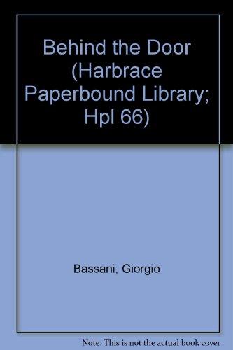 9780156116855: Behind The Door (Harbrace Paperbound Library; Hpl 66)
