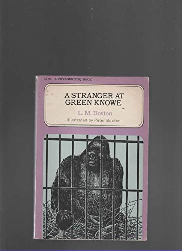 9780156856577: A stranger at Green Knowe (A Voyager/HBJ book)