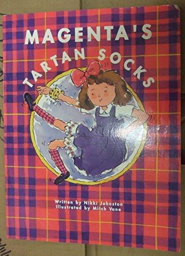 9780170081474: Magenta's tartan socks