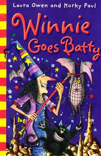 9780192729118: Winnie Goes Batty. Laura Owen and Korky Paul
