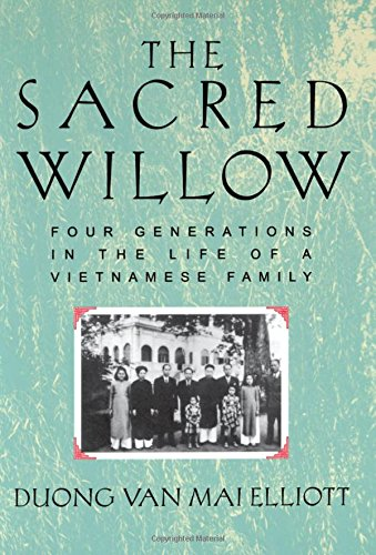 9780195124347: The Sacred Willow: Four Generations in the Life of a Vietnamese Family