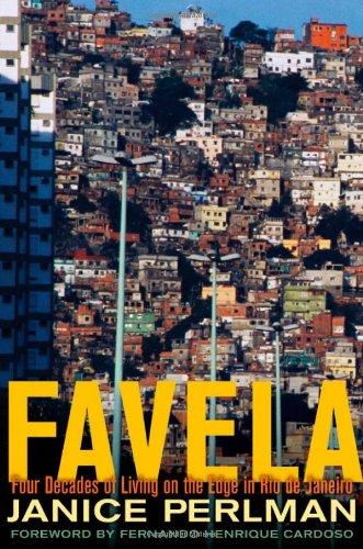 9780195368369: Favela: Four Decades of Living on the Edge in Rio De Janeiro
