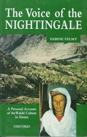 9780195775990: The Voice of the Nightingale: A Personal Account of the Wakhi Culture in Hunza