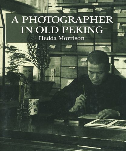 9780195840568: A Photographer in Old Peking