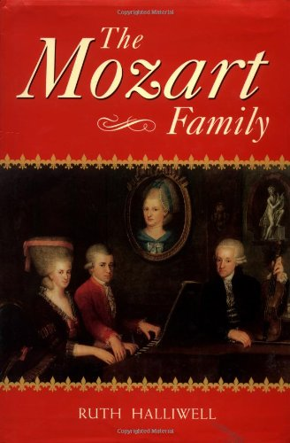 9780198163718: The Mozart Family: Four Lives in a Social Context