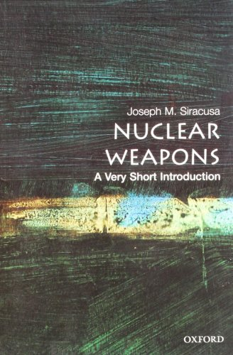 9780199229543: Nuclear Weapons: A Very Short Introduction