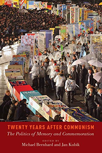 9780199375141: Twenty Years After Communism: The Politics of Memory and Commemoration