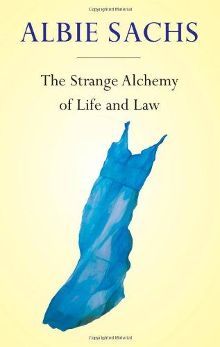 9780199571796: The Strange Alchemy of Life and Law