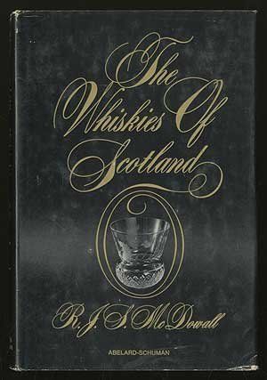 9780200716925: The whiskies of Scotland