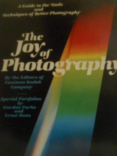 THE JOY OF PHOTOGRAPHING PEOPLE: THE EDITORS OF EASTMAN KODAK COMP