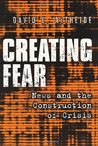 9780202306599: Creating Fear: News and the Construction of Crises (Social Problems and Social Issues)
