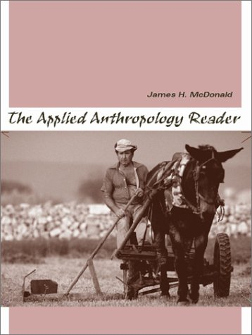 9780205324910: The Applied Anthropology Reader