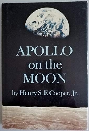 9780207954733: APOLLO ON THE MOON