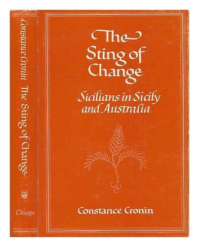 9780226121109: The Sting of Change: Sicilians in Sicily and Australia