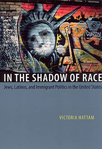 9780226319223: In the Shadow of Race: Jews, Latinos, and Immigrant Politics in the United States