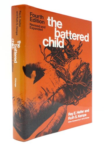9780226326313: The Battered Child