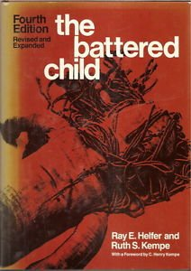 9780226326320: The Battered Child