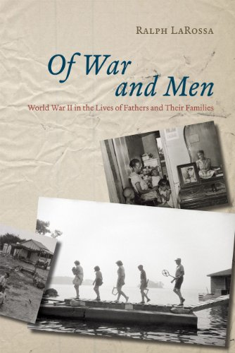 9780226467436: Of War and Men: World War II in the Lives of Fathers and Their Families