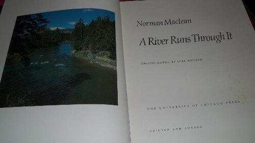 9780226500584: A River Runs Through It