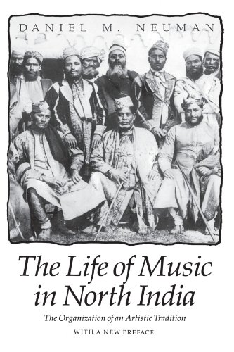 9780226575162: The Life of Music in North India: The Organization of an Artistic Tradition