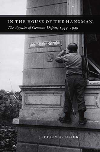9780226626383: In the House of the Hangman: The Agonies of German Defeat, 1943-1949