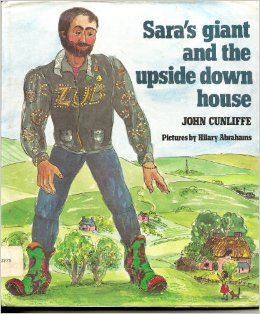 9780233972022: Sara's Giant and the Upside-down House