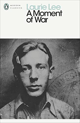 9780241953297: A Moment of War (Penguin Modern Classics)