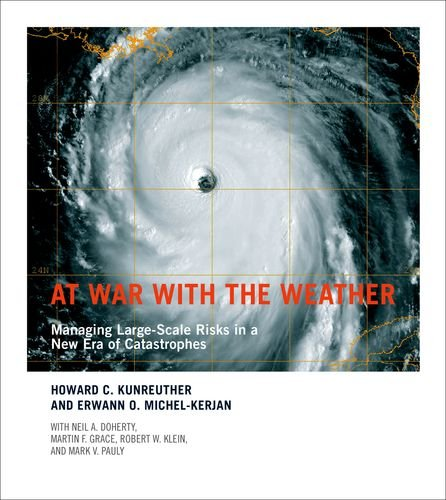9780262012829: At War with the Weather: Managing Large-Scale Risks in a New Era of Catastrophes (MIT Press)